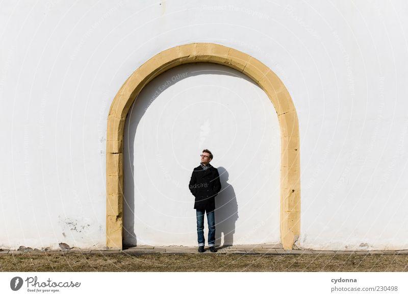Einen Bogen drum machen Mensch Jugendliche ruhig Erwachsene Leben Architektur träumen Zeit Fassade Tourismus stehen einzigartig 18-30 Jahre stagnierend