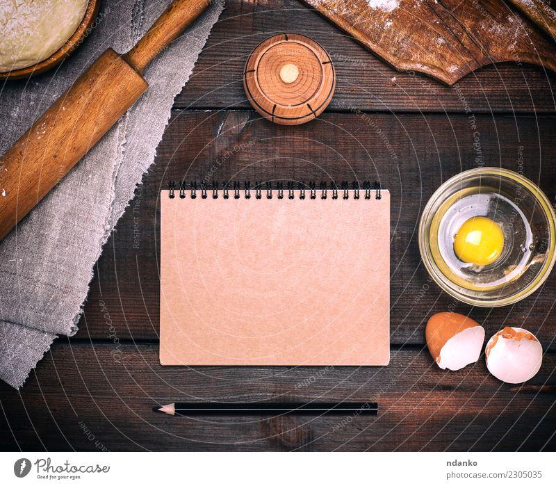 leeres Notizbuch mit braunen Seiten weiß natürlich Holz oben frisch Tisch Papier Küche Brot Schalen & Schüsseln Essen zubereiten Backwaren Mahlzeit Bleistift