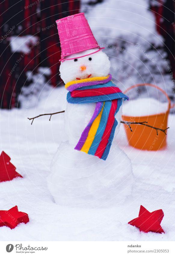 Schneemann mit einem Eimer Freude Winter Weihnachten & Advent Natur Schal Hut Lächeln niedlich rot weiß Hintergrund kalt Feiertag Jahreszeiten