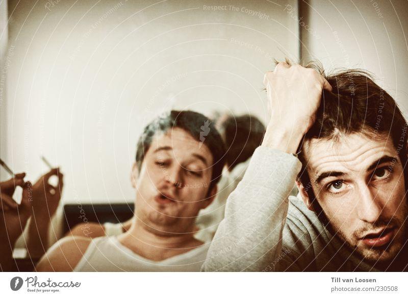 am Ende des Regenbogens Mensch Jugendliche weiß schwarz Erwachsene grau Haare & Frisuren braun maskulin authentisch kaputt Pause Rauchen Ende 18-30 Jahre Spiegel