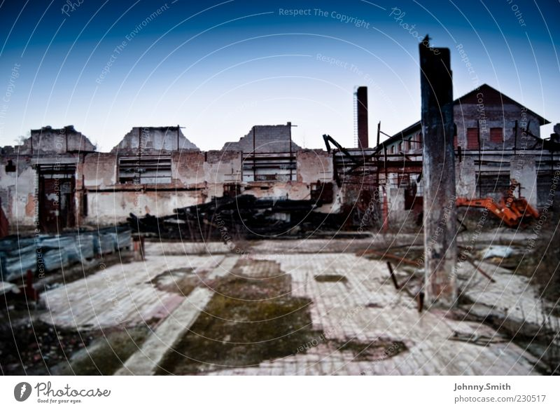 Villa de Ruine ruhig Haus Gebäude dreckig Ende verfallen Verfall Zerstörung Stadt Kleinstadt