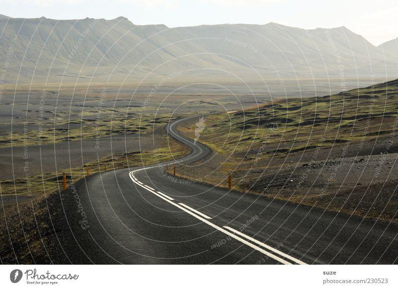 Erwartung Natur Einsamkeit Straße Umwelt Landschaft Freiheit Berge u. Gebirge Wege & Pfade Nebel Verkehr einzigartig Reisefotografie Ziel Asphalt Island Kurve
