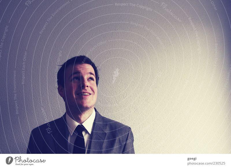 Luftschlösser Mensch maskulin Junger Mann Jugendliche Erwachsene 1 18-30 Jahre Mauer Wand Bekleidung Hemd Anzug Krawatte brünett Denken entdecken träumen Erfolg