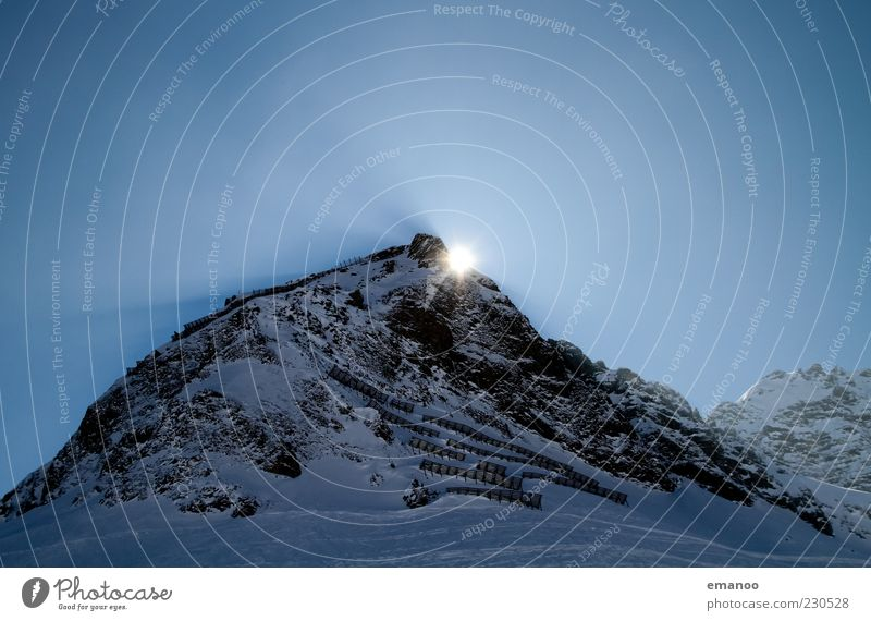 sonnenspitze Himmel Natur blau Ferien & Urlaub & Reisen kalt dunkel Schnee Landschaft Berge u. Gebirge Stimmung Eis Felsen hoch Klima Frost Spitze