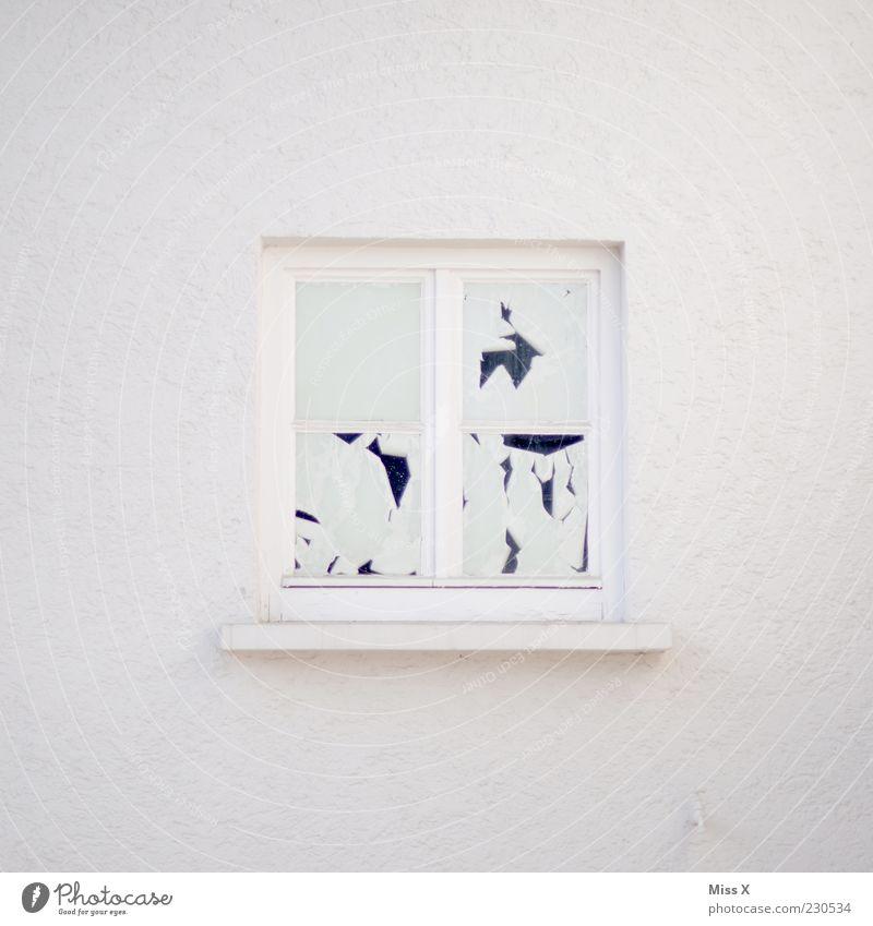 nur weiß Haus Mauer Wand Fenster puristisch Farbstoff gestrichen Sichtschutz Farbfoto Gedeckte Farben Außenaufnahme Menschenleer Textfreiraum links