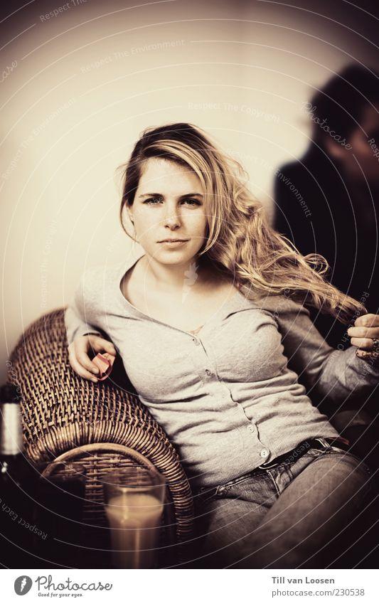 L. Mensch Jugendliche schön weiß schwarz Erholung feminin Stil grau Mode blond Erwachsene Glas Bekleidung Beautyfotografie