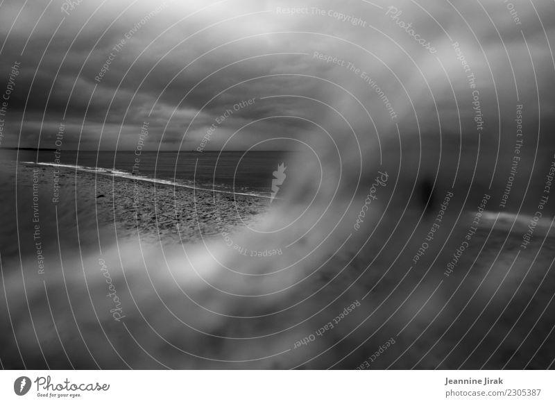 verschleierte Aussichten Ferien & Urlaub & Reisen Ausflug Umwelt Natur Landschaft Wolken Horizont Herbst Winter Küste Strand Ostsee Meer beobachten dunkel