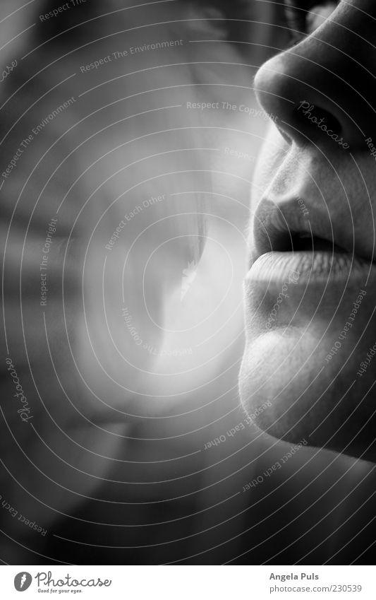 Atem feminin Frau Erwachsene Mund Lippen 1 Mensch Gefühle Sehnsucht Schwarzweißfoto Nahaufnahme Licht Schatten Reflexion & Spiegelung Halbprofil Frauenmund