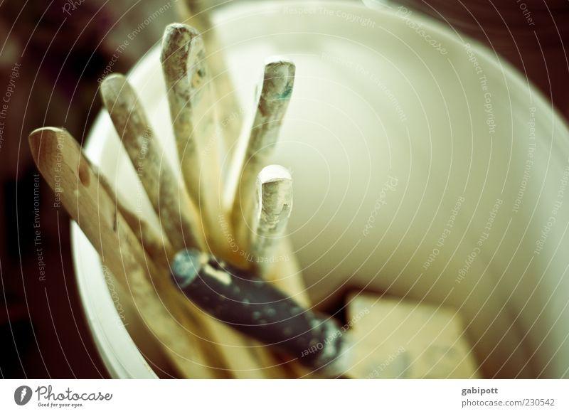 Handwerk hat goldenen Boden Feierabend Werkzeug Pinsel Anstreicher Farbe Holz hell Tatkraft Renovieren Eimer Arbeiter Pause fleißig Innenaufnahme Nahaufnahme