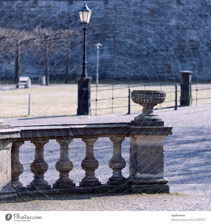 Stadtpark Tourismus Sightseeing Mauer Wand Wege & Pfade ästhetisch Nostalgie ruhig schön Vergangenheit Zeit klassisch Straßenbeleuchtung Geländer Klassizismus