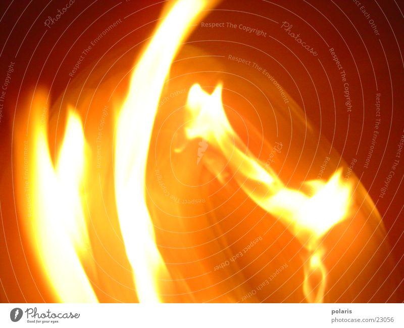feuer? 2 rot gelb Zerstörung Fototechnik Energiewirtschaft Brand Linie Kontrast Natur Teile u. Stücke gewaltig Flamme