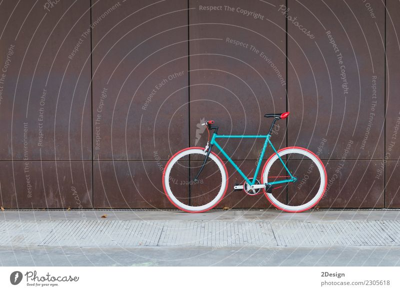 Radfahren oder Pendeln in städtische Umgebung Lifestyle elegant Stil Sport Fahrradfahren Umwelt Verkehr Straße Fahrzeug Mode alt hell retro grün schwarz weiß