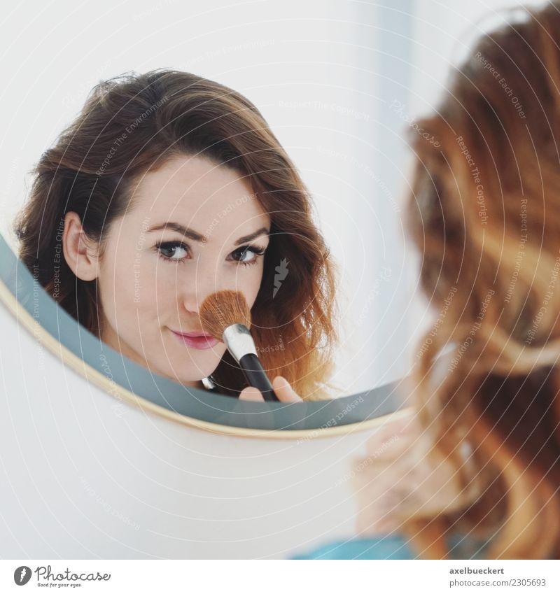 Näschen pudern Lifestyle Freude schön Körperpflege Haut Gesicht Kosmetik Schminke Häusliches Leben Wohnung Raum Bad Mensch feminin Junge Frau Jugendliche