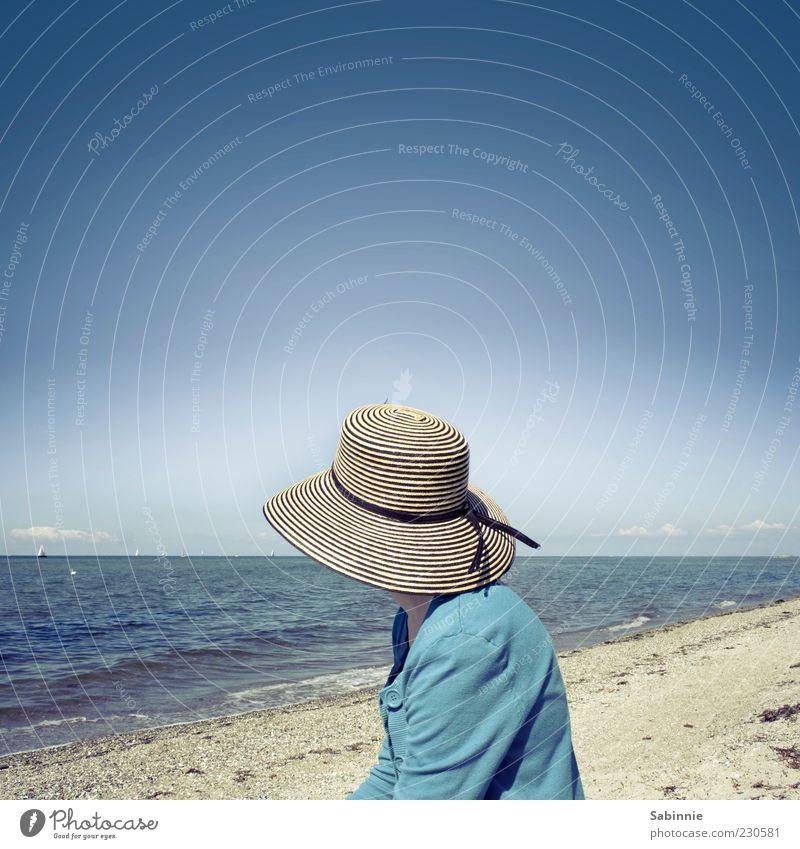 *50* - Blick in die Ferne Frau Mensch Himmel Natur Wasser Meer Strand Erwachsene Ferne Glück Sand Küste Wetter Wasserfahrzeug Wellen Horizont