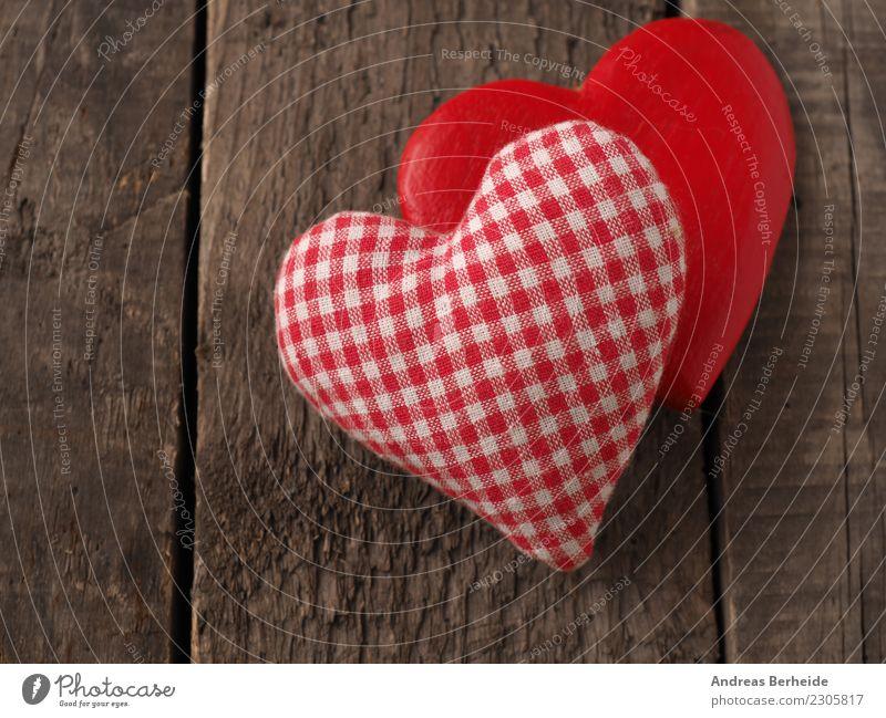 Zwei Herzen auf einem Holzbrett Valentinstag Hochzeit Liebe retro Partnerschaft Freundschaft Zusammenhalt Hintergrundbild blackboard card chalkboard clothesline