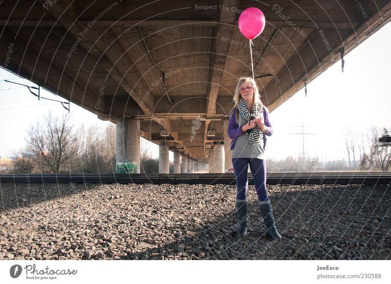 #230588 Frau Mensch Jugendliche schön Erwachsene Erholung Leben Freiheit träumen blond Freizeit & Hobby rosa warten Fröhlichkeit Brücke
