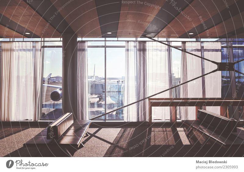 leere Sitze in einer Flughafenabflughalle. Ferien & Urlaub & Reisen Tourismus Ausflug Ferne Stuhl Business Gebäude Verkehr Luftverkehr Abflughalle warten modern