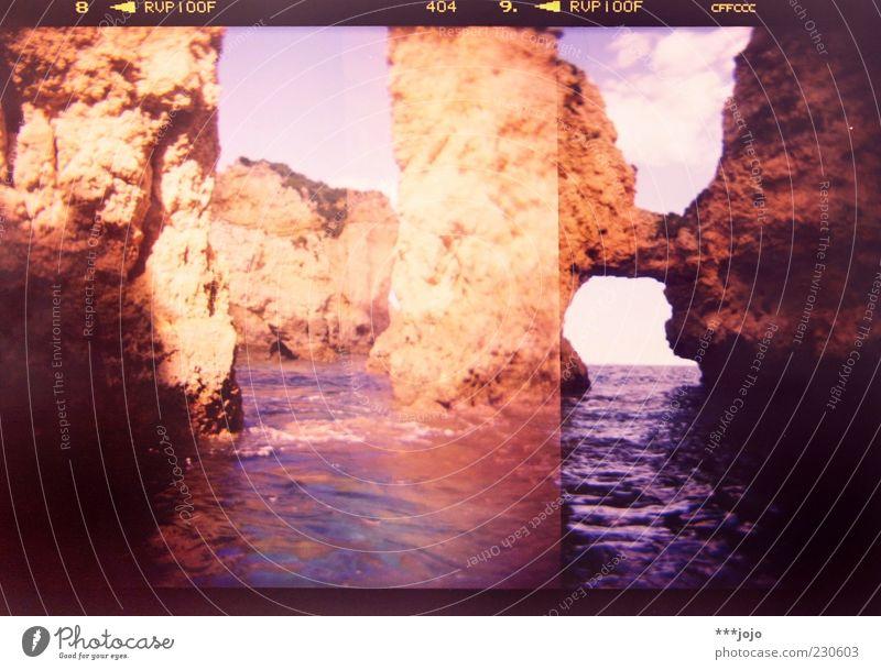 labyrinth. Lagos Ponta da Piedade Algarve Portugal Meer Klippe Felsen Felsspalten Atlantik Meerwasser Stein Felsküste Felsbogen Holga Cross Processing