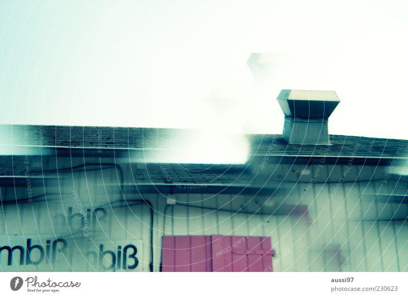 Mahlzeit! Imbiss Kiosk Textfreiraum oben Menschenleer Fassade schemenhaft Abluft Unschärfe Gastronomie Dach Wand Holzwand einfach