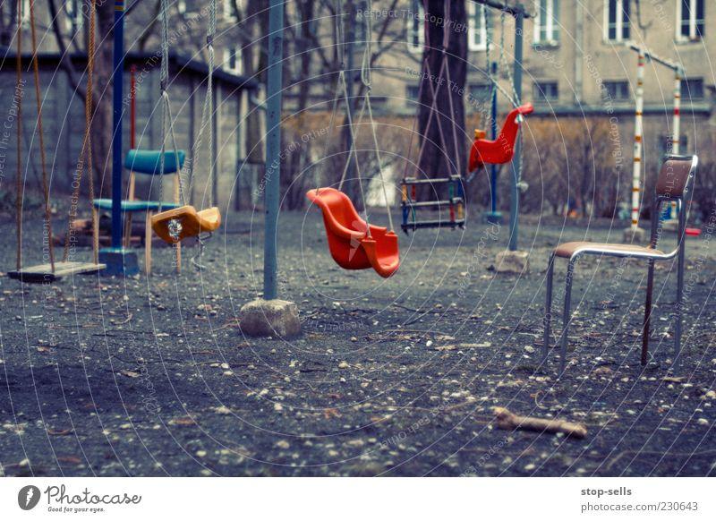 ...meine Spielwiese ruhig Garten Kindheit Freizeit & Hobby außergewöhnlich Stuhl skurril Stillleben Hinterhof Schaukel Spielplatz stagnierend unordentlich schaukeln hängend Platz