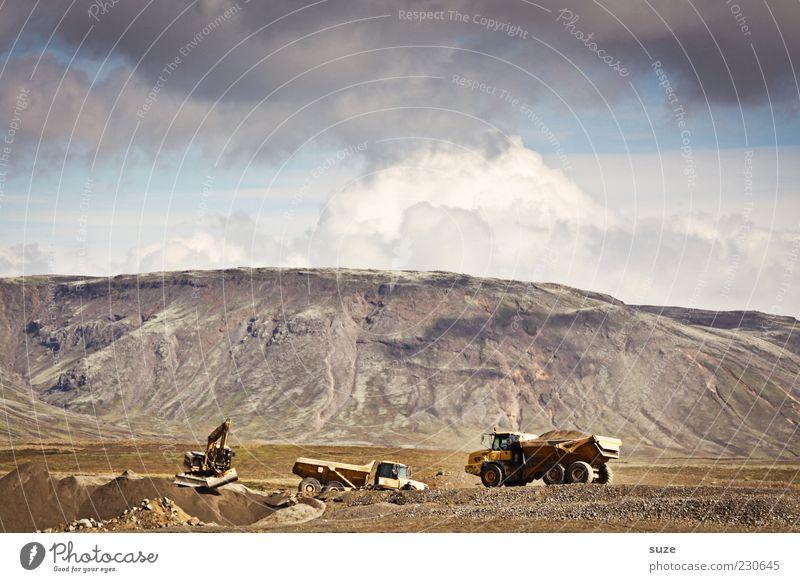 Am Baggerloch Arbeit & Erwerbstätigkeit Baustelle Erde Himmel Wolken Schönes Wetter Berge u. Gebirge Verkehr Fahrzeug Lastwagen authentisch Fortschritt