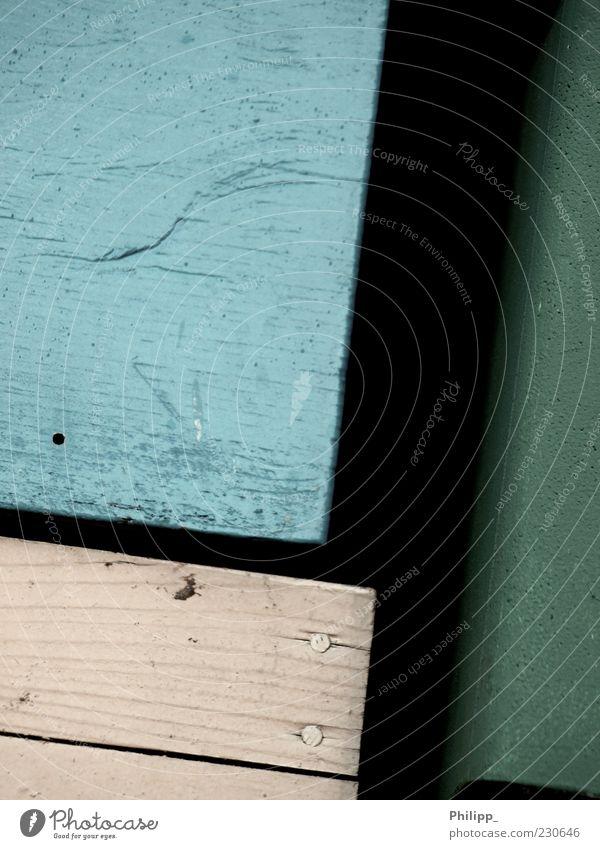 Aus einer anderen Zeit... Kasten Holz eckig einfach blau grün Farbe alt Kiste Nagel Maserung schwarz Farbfoto Außenaufnahme Detailaufnahme Textfreiraum links