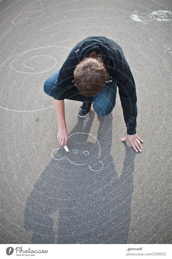 Große Kunst Mensch maskulin Junger Mann Jugendliche Erwachsene 1 13-18 Jahre Kind Pullover brünett zeichnen Straßenkunst malen Bär Farbfoto Außenaufnahme
