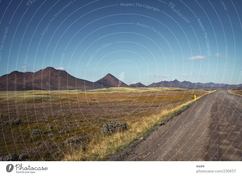 von weiter weg Himmel Natur blau Ferien & Urlaub & Reisen grün Sommer Landschaft Ferne Umwelt Wiese Berge u. Gebirge Wege & Pfade Luft Horizont außergewöhnlich Klima