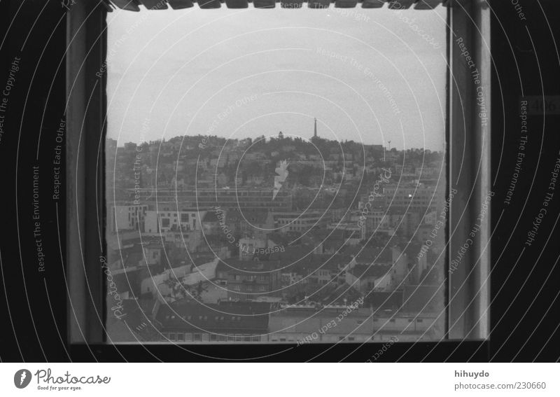bild im bild. alt Stadt Haus Fenster Gebäude authentisch trist Hügel Quadrat Stadtzentrum Hauptstadt Nostalgie Fensterblick graue Wolken