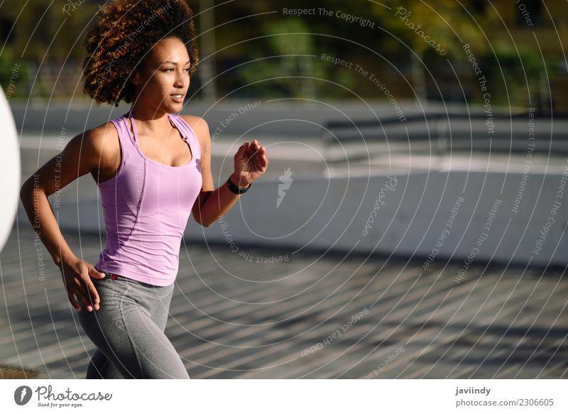 Frau Mensch Jugendliche Junge Frau 18-30 Jahre schwarz Erwachsene Straße Lifestyle Sport Haare & Frisuren Freizeit & Hobby Fitness Wellness sportlich Läufer