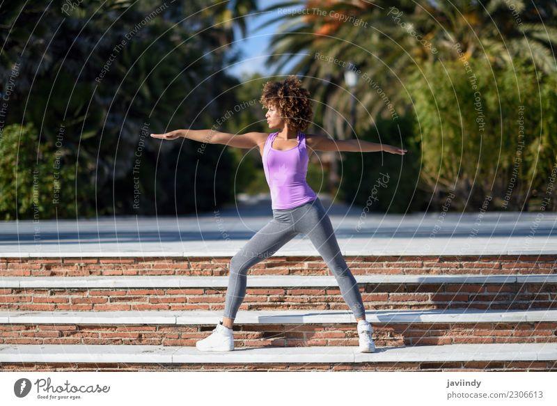 Frau Mensch Jugendliche Junge Frau Erholung 18-30 Jahre schwarz Erwachsene Lifestyle Sport Haare & Frisuren Freizeit & Hobby Wellness sportlich Meditation