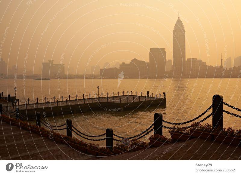 Shanghai Abend Städtereise Flussufer China Asien Skyline Menschenleer Hochhaus Huang Pu Fluß Bund Anlegestelle Smog Pu Dong Farbfoto Gedeckte Farben