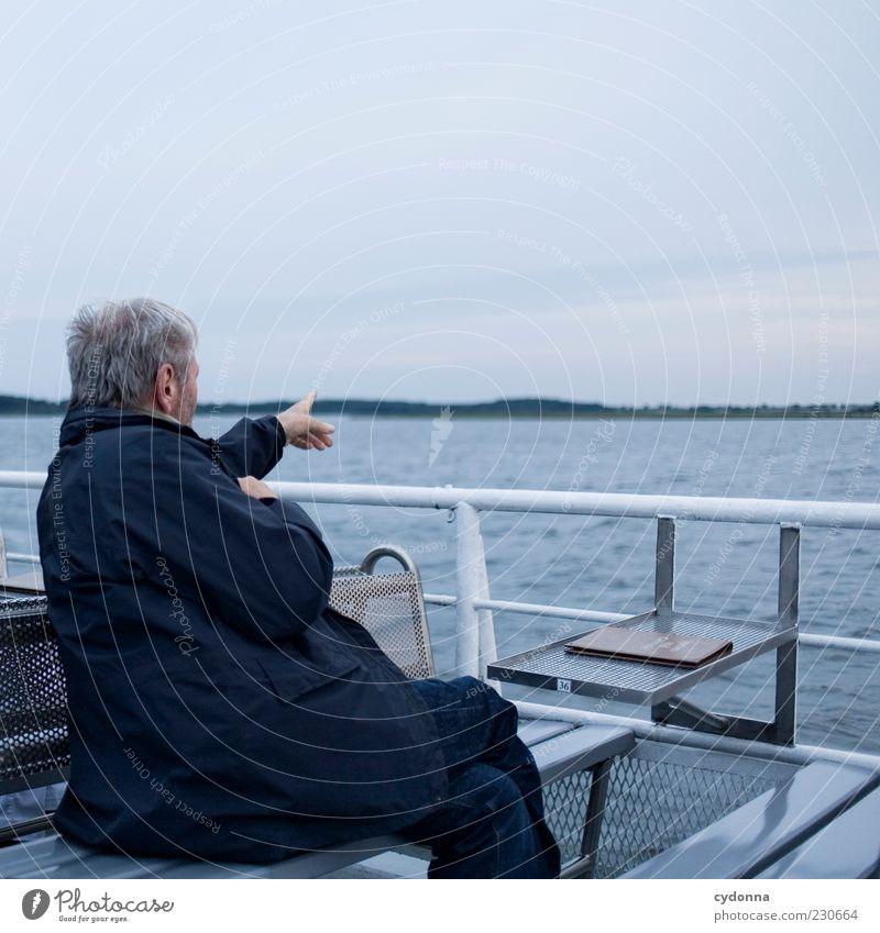 Am Horizont Mensch Himmel Mann Natur Wasser Ferien & Urlaub & Reisen ruhig Erwachsene Ferne Umwelt Leben Senior See Horizont sitzen Ausflug