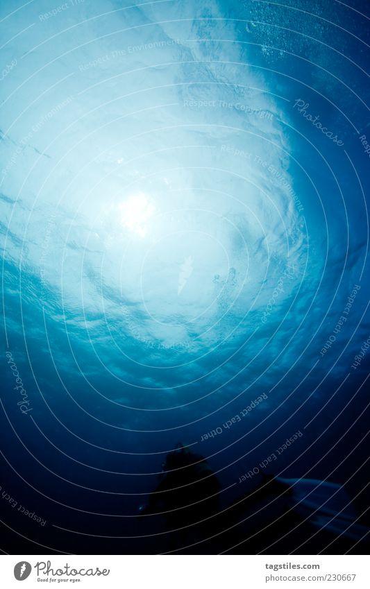 FÜR JOHN - KOPF HOCH! tauchen auftauchen Oberfläche Wasseroberfläche Wellen Licht Sonnenlicht aufsteigen Lichtkegel Mauritius Farbfoto Textfreiraum oben ruhig