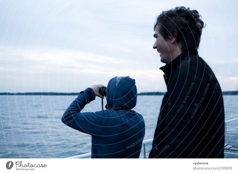 Rundumsicht Mensch Himmel Natur Jugendliche Wasser Ferien & Urlaub & Reisen Freude ruhig Erwachsene Ferne Leben Umwelt Freiheit lachen träumen See
