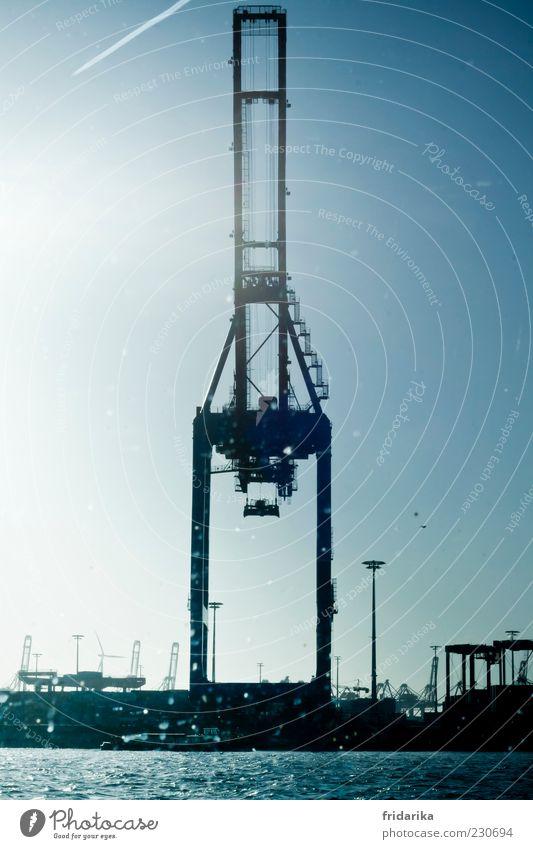 Robokran Fortschritt Zukunft High-Tech Hamburg Deutschland Hafenstadt Industrieanlage Schifffahrt Metall Stahl Wasser bedrohlich eckig groß hoch kalt blau