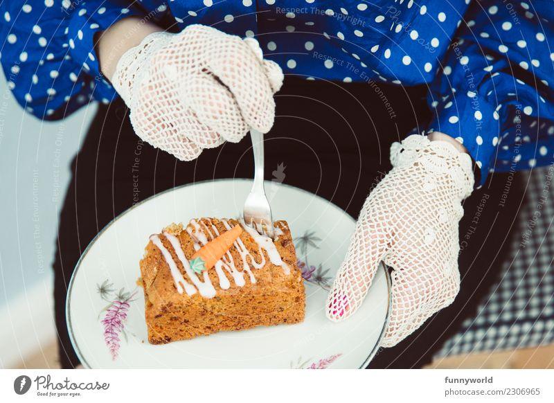 Noch mehr Karottenkuchen! Mensch feminin Frau Erwachsene Hand 1 Essen Lebensmittel Teigwaren Backwaren Kuchen Möhre Rock Bluse Spitze Handschuhe Erholung lecker
