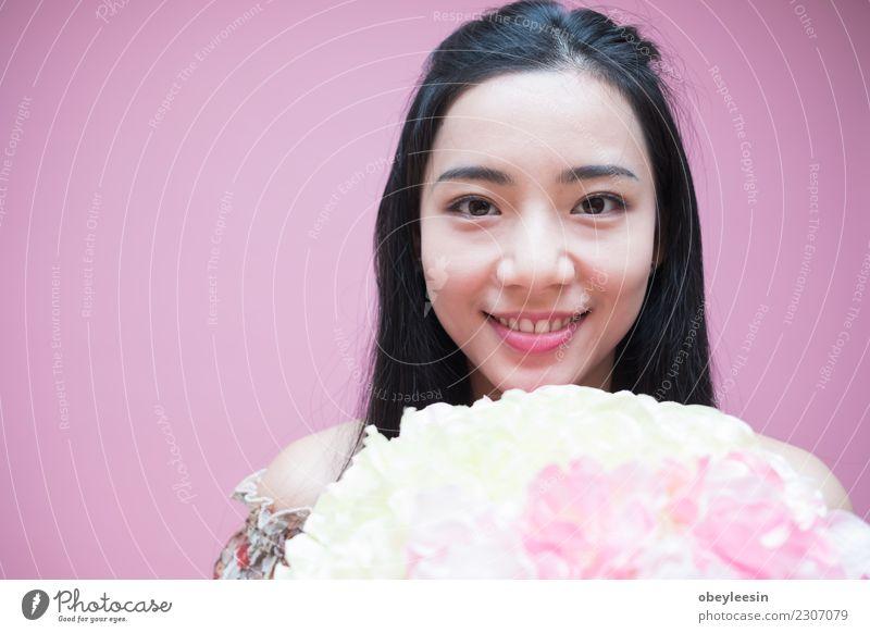 Hand hält Blumen, Valentinstag Liebe exotisch Dekoration & Verzierung Feste & Feiern Kultur Blüte Paket Ornament gut neu rot Tradition Asien asiatisch