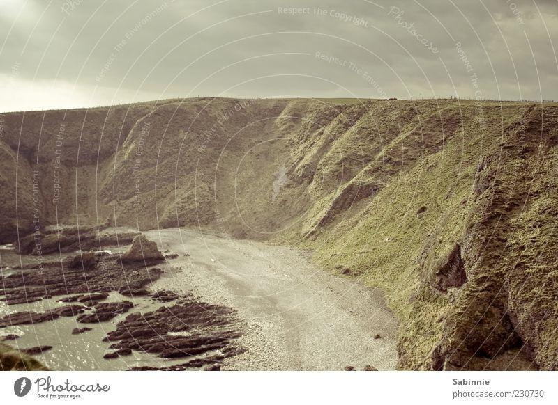Burgfenster-Aussicht Natur Landschaft Sand Wasser Himmel Wolken Wetter Schönes Wetter Wind Gras Moos Felsen Berge u. Gebirge Klippe Felsküste Wellen Küste