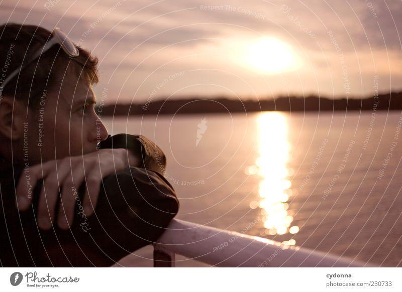 Abendstimmung Mensch Natur Jugendliche Wasser Ferien & Urlaub & Reisen ruhig Einsamkeit Erwachsene Gesicht Ferne Erholung Leben Umwelt Freiheit träumen See