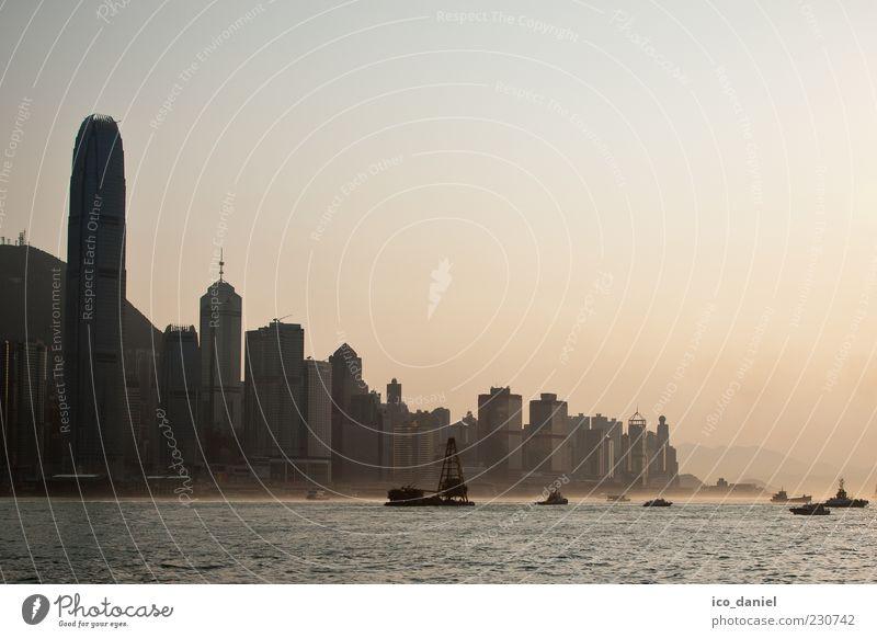 Hong Kong Skyline Wasser Stadt schön Ferne Küste Gebäude Stimmung außergewöhnlich Hochhaus Macht bedrohlich Bankgebäude Bauwerk Asien Skyline China