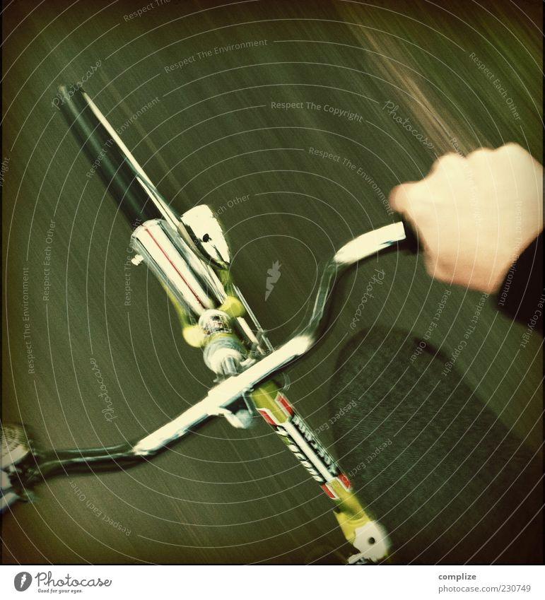 Caracho! Leben Ausflug Sportler Fahrradfahren Mensch Hand Finger Beine 1 Verkehr Straße Wege & Pfade grün Aggression Klapprad Siebziger Jahre retro Stil