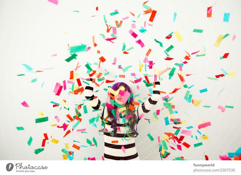 So! Party jetzt!!! Veranstaltung Feste & Feiern Karneval Frau Erwachsene 1 Mensch Show fliegen werfen frech Fröhlichkeit Gefühle Stimmung Freude Lebensfreude