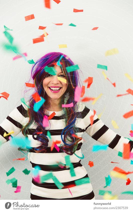 Wilde Jeck Mensch feminin Frau Erwachsene 1 Feste & Feiern Party langhaarig Ausgelassenheit verrückt wild verkleidet Narren Perücke Karneval fallen mehrfarbig
