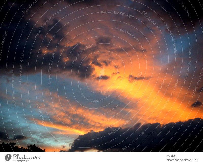 Fire in the Sky Sonnenuntergang Wolken Stimmung Abend