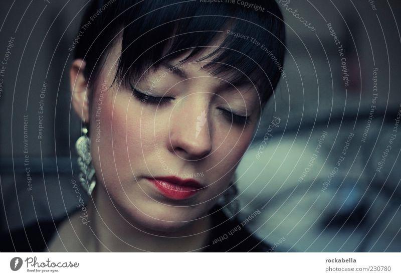 wir müssen das nicht tun. Mensch Jugendliche schön Erwachsene feminin Gefühle Traurigkeit träumen elegant ästhetisch einzigartig 18-30 Jahre Leidenschaft