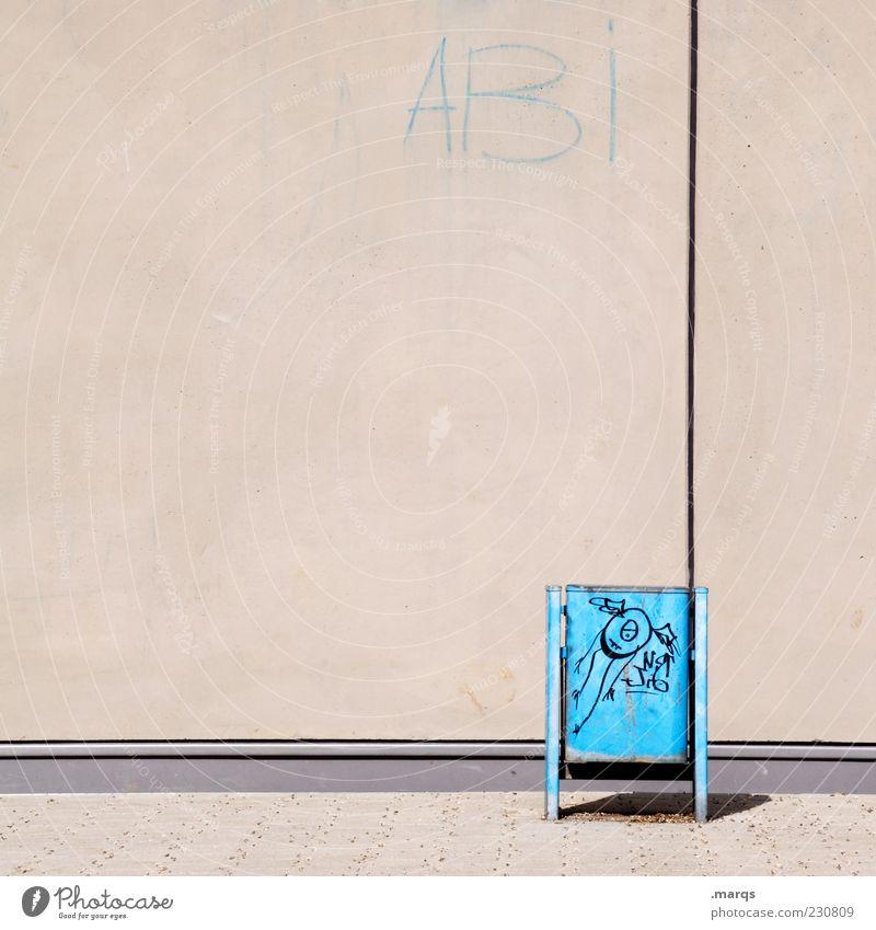 ABI blau Einsamkeit Wand Graffiti Schule Mauer Fassade Schriftzeichen Bildung Farbe Müllbehälter Schmiererei Schulhof Gymnasium Platz Straßenkunst