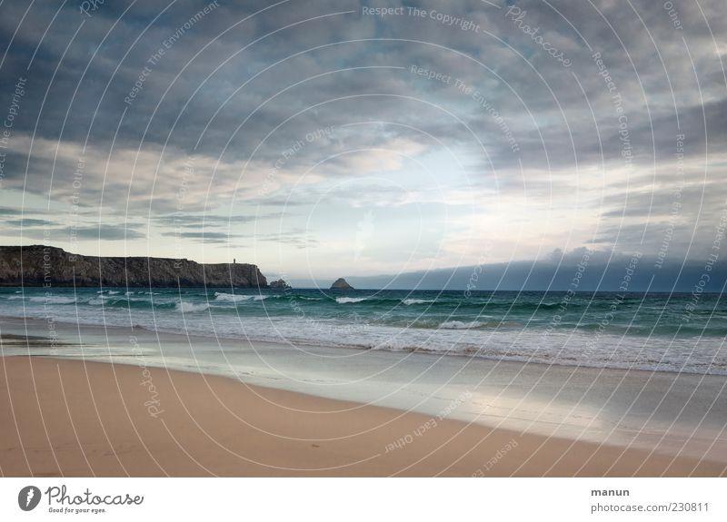 Die Bucht Ferien & Urlaub & Reisen Natur Landschaft Urelemente Sand Wasser Himmel Wolken Horizont Felsen Wellen Küste Strand Riff Meer Klippe Bretagne Erholung