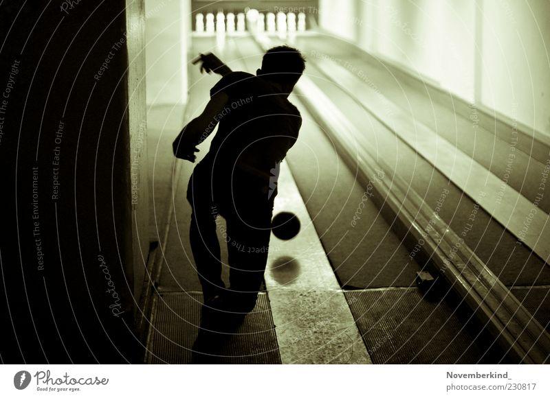 ninepins Mensch Mann Jugendliche Freude Erwachsene Junger Mann Freizeit & Hobby maskulin Erfolg Fröhlichkeit Mut Veranstaltung Entertainment Schwung Nachtleben