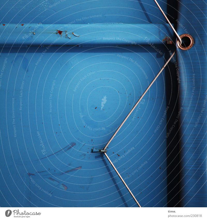 Abspann blau dunkel kaputt Sicherheit Industrie Schutz geheimnisvoll Rost trashig Kontrolle Container eckig Abdeckung Genauigkeit abblättern Befestigung